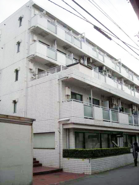 how to find holiday apartments in tokyo